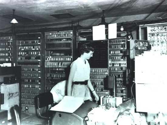 EDSAC in operation. Credit: Computer Laboratory, University of Cambridge